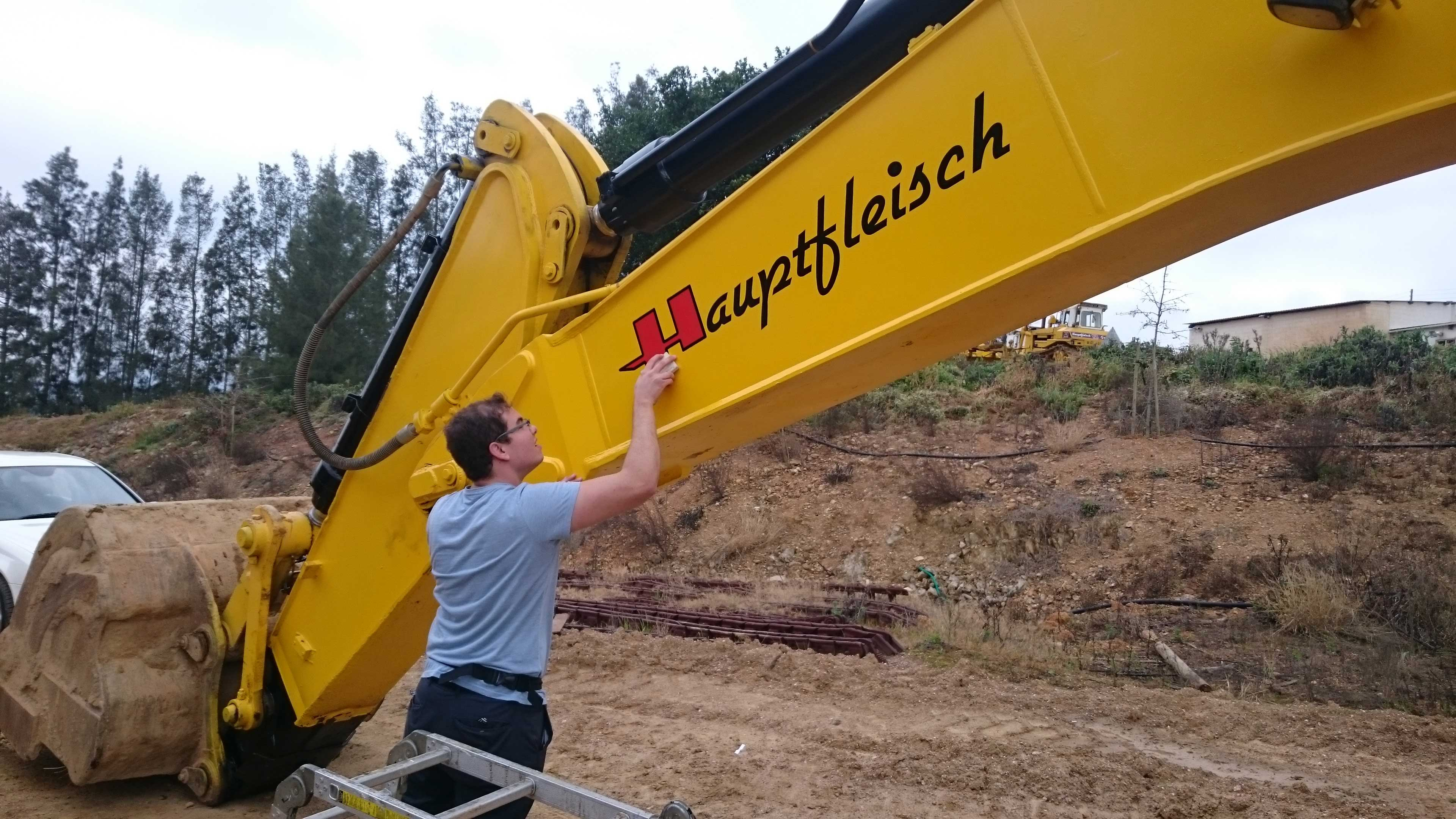 a5aeabec56 Branding-on-Digger